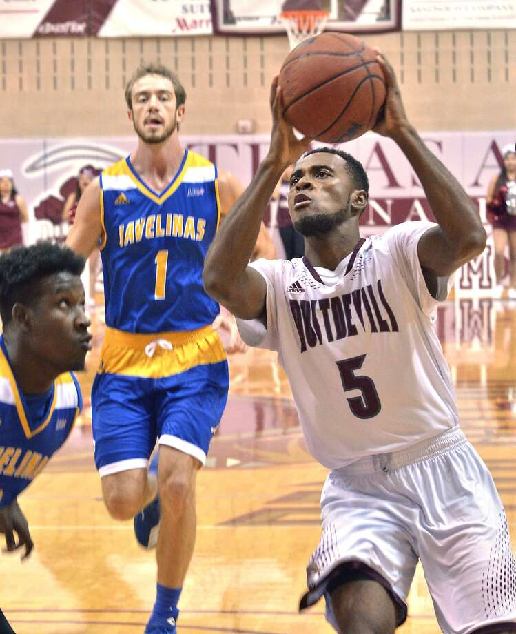 Point guard Jeremy Wright had 13 points, five assists and five rebounds as the Dustdevils lost 62-41 Wednesday at No. 22 Dallas Baptist. It was the fourth-fewest points scored in school history. Photo: Cuate Santos /Laredo Morning Times File / Laredo Morning Times