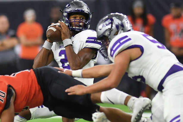 Port Neches-Groves' Jace Mattingly throws a long ball against Texas City during a play-off game at NRG Stadium Friday. Photo taken Friday, November 24, 2017 Guiseppe Barranco/The Enterprise