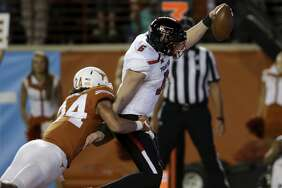 AUSTIN, TX - NOVEMBER 24:  McLane Carter #6 of the Texas Tech Red Raiders rushes for a touchdown in the first quarter defended by John Bonney #24 of the Texas Longhorns at Darrell K Royal-Texas Memorial Stadium on November 24, 2017 in Austin, Texas.  (Photo by Tim Warner/Getty Images)