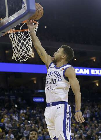 38accd27b Golden State Warriors guard Stephen Curry shoots against the Chicago Bulls  during the second half of