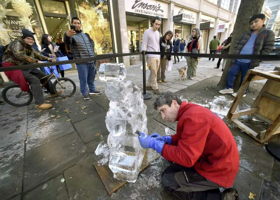 Professional ice sculptor Garry Costa, of Burlington,  creates an artwork on Chapel Street in New Haven in front of Wave Gallery and Enson's. The Shops at Yale sponsored Costa's work. Photo: Peter Hvizdak / Hearst Connecticut Media / New Haven Register