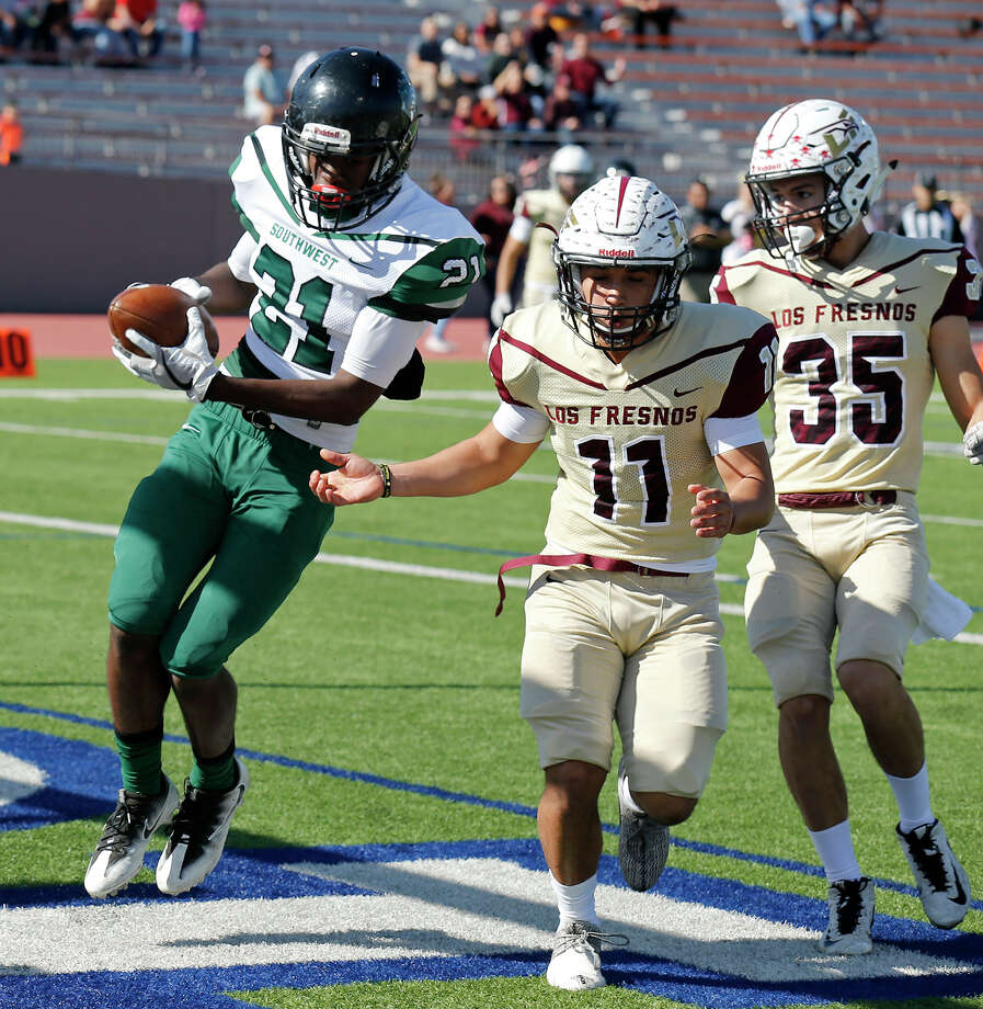 Southwest's Makhi Johnson scores a touchdown on a pass play around  Los Fresnos' Armando Quezada (left) and Lee Trevino during first half action of their Class 6A Division I second-round playoff game held Saturday Nov. 25, 2017 at Alamo Stadium. Photo: Edward A. Ornelas, San Antonio Express-News / © 2017 San Antonio Express-News