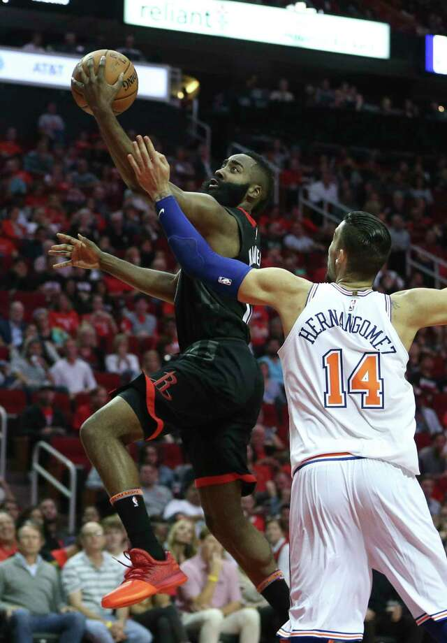 James Harden goes for a layup as the Knicks' Willy Hernangomez defends. Harden scored 37 points. Photo: Yi-Chin Lee, Houston Chronicle / © 2017  Houston Chronicle