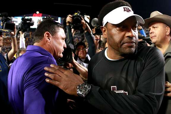 BATON ROUGE, LA - NOVEMBER 25:  Head coach Kevin Sumlin of the Texas A&M Aggies shakes hands with Head coach Ed Orgeron of the LSU Tigers after his team was defeated by LSU 45 - 21 at Tiger Stadium on November 25, 2017 in Baton Rouge, Louisiana. (Photo by Sean Gardner/Getty Images)