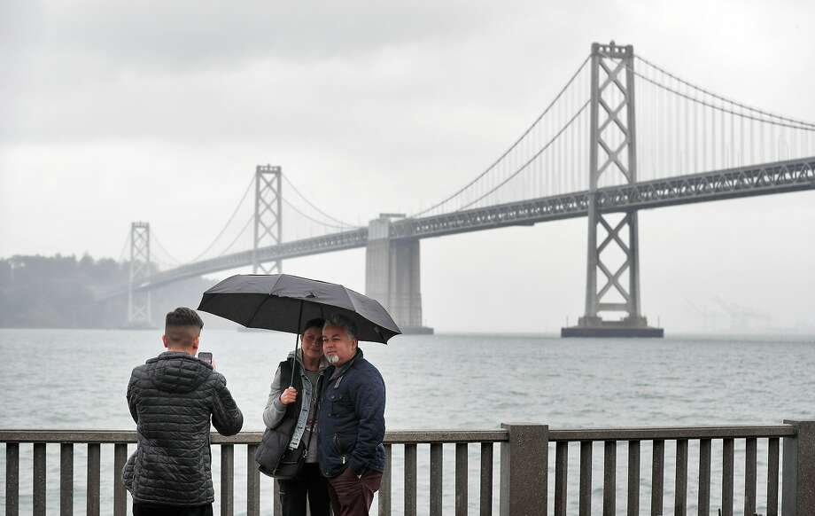 The National Weather Service is forecasting a chance of rain for the Bay Area on New Year's Eve. (File photo: Nov. 26, 2017) Photo: Carlos Avila Gonzalez, The Chronicle