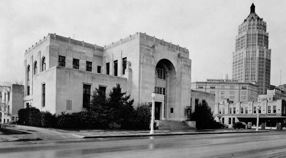 When the city's Carnegie Library was badly damaged in the city's devastating 1921 flood, a new library, designed in the Art Deco style, opened on the same site at Aug. 1, 1930. Photo: Courtesy San Antonio Public Library Texana /Genealogy Collection / San Antonio Public Library
