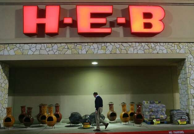 H-E-B says its employees will receive extra pay during the coronavirus pandemic All hourly store, manufacturing, warehouse and transportation employees will receive an extra $2 an hour until April 12, the Twitter feed said. Photo: John Davenport /San Antonio Express-News / ©John Davenport/San Antonio Express-News