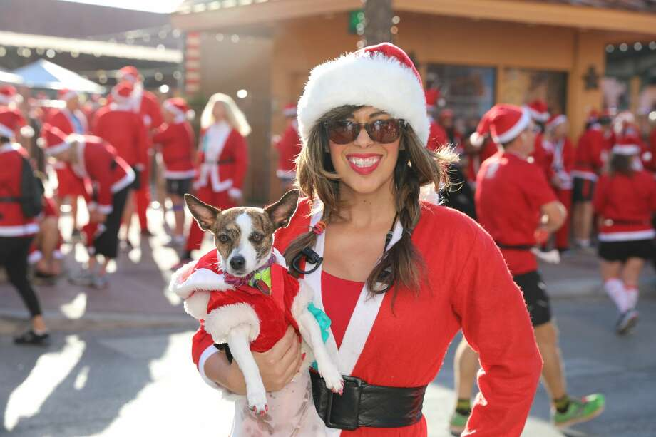 """Live music, tamales and beverages were all part of the fun during the 7th annual """"Original"""" Santa Antonio 5k Walk/Run Sunday morning Nov. 26, 2017. Photo: Marco Garza For MySA"""