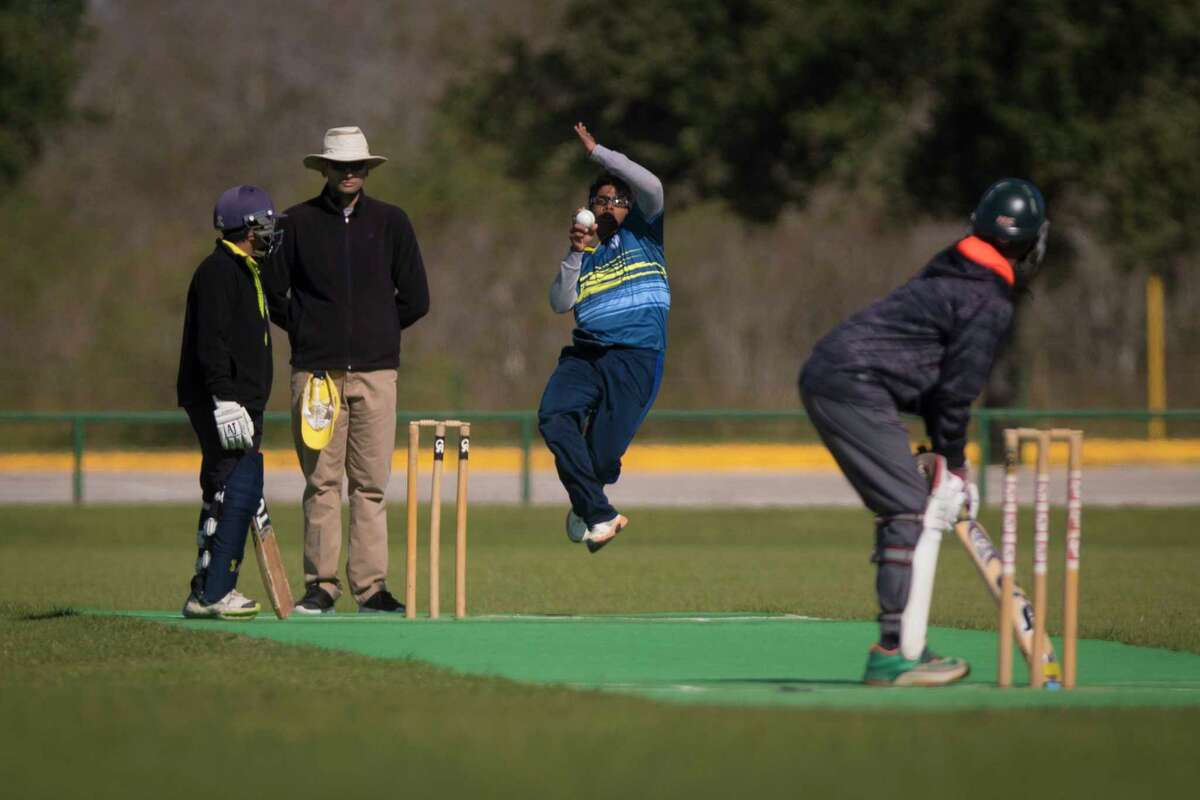 Sri Pare, 15, bowls during a cricket game, Sunday, Nov. 19, 2017, in Katy. ( Marie D. De Jesus / Houston Chronicle )