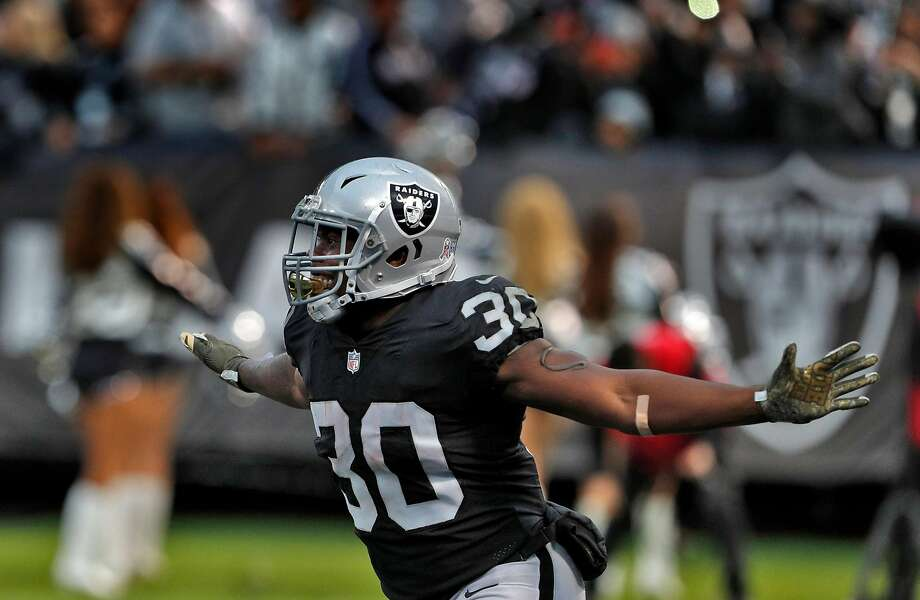 Jalen Richard (30) celebrates his touchdown on a 6-yard pass from Derek Carr (4) in the third quarter as the Oakland Raiders played the Denver Broncos at the Oakland Coliseum in Oakland, Calif., Sunday, November 26, 2017. The Raiders defeated the Broncos 21-14. Photo: Carlos Avila Gonzalez, The Chronicle