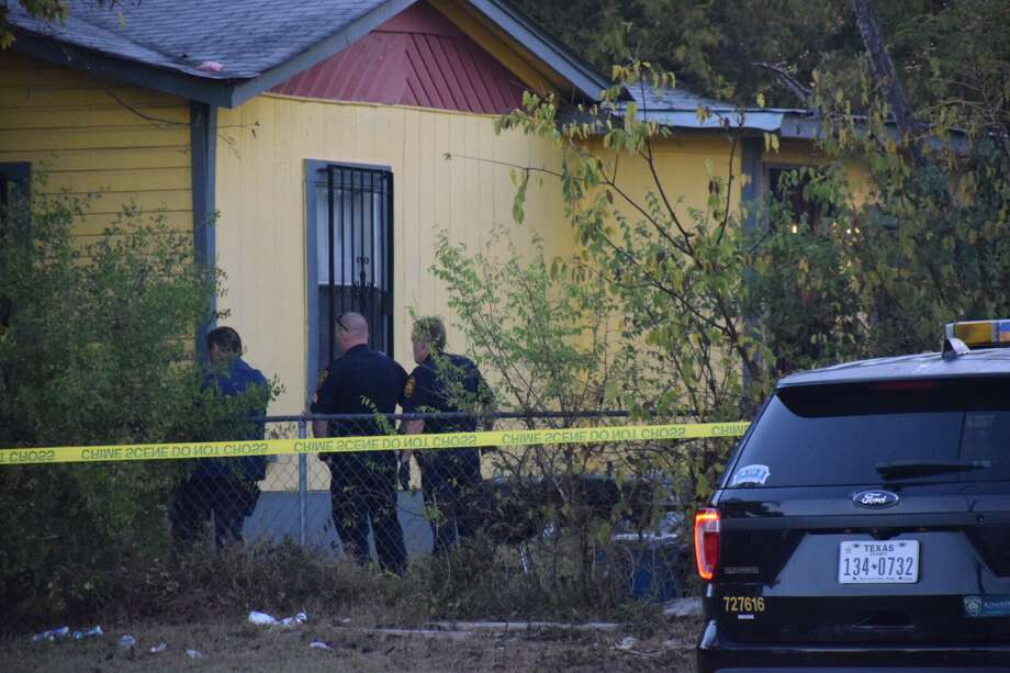 A trail of blood led police to the body of a man who was shot to death on the East Side Monday morning. Photo: Caleb Downs / San Antonio Express-News