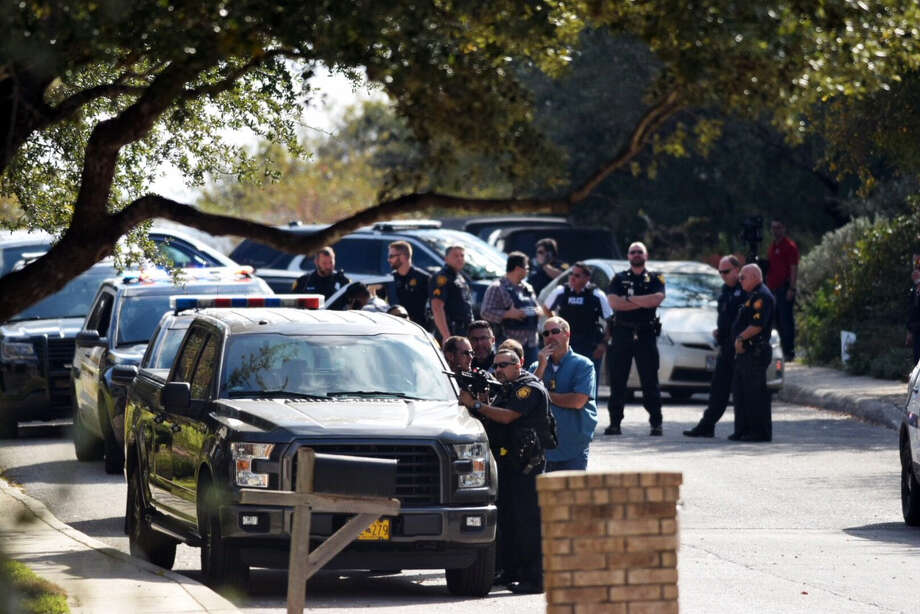 Dozens of officers, many with rifles at the ready, respond to a home in the 13000 block of Possum Tree on San Antonio's north side on Monday, Nov. 27, 2017. Photo: Caleb Downs / San Antonio Express-News