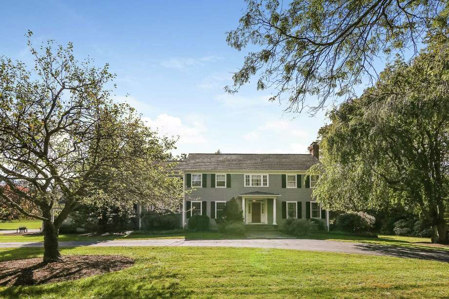The gray colonial house at 15 Carriage Road has 10 rooms and 5,795 square feet of living space. Photo: PlanOmatic / © 2017 PlanOmatic