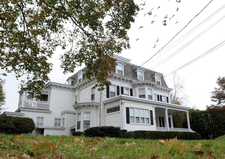 The Cos Cob Inn at 50 River Road in the Cos Cob section of Greenwich, Conn., Saturday, Nov. 18, 2017. Photo: Bob Luckey Jr. / Hearst Connecticut Media / Greenwich Time