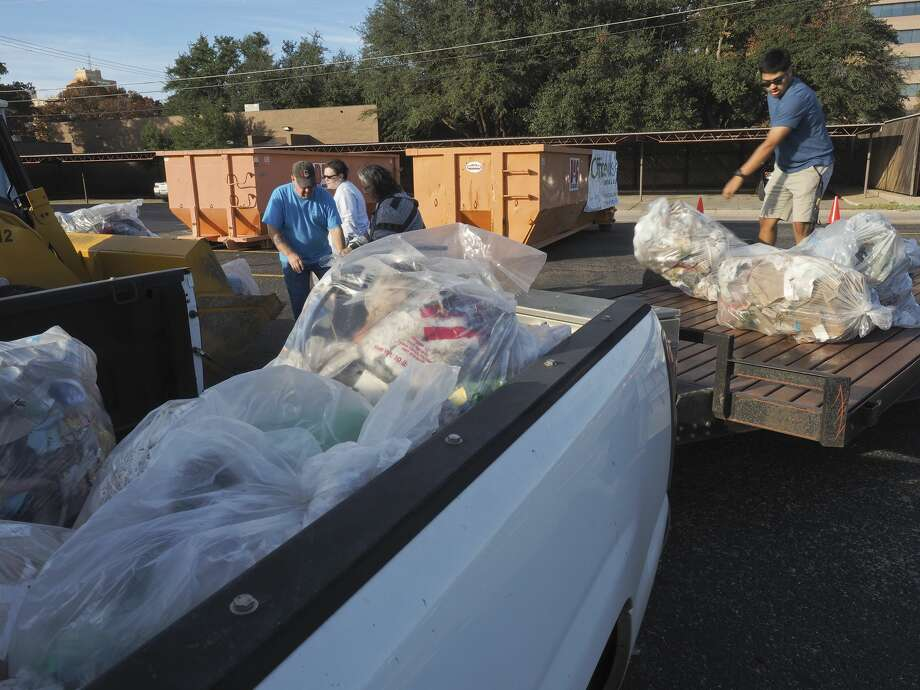 FILE PHOTO: Volunteers unload pickups and trailers after being weighed 11/17/17 as non-profits compete for the most tonnage of trash collected in the annual County Trash Challenge. Tim Fischer/Reporter-Telegram Photo: Tim Fischer/Midland Reporter-Telegram