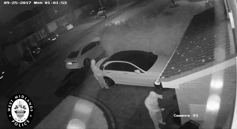 High tech thieves caught on video unlocking stealing for How to unlock mercedes benz without key