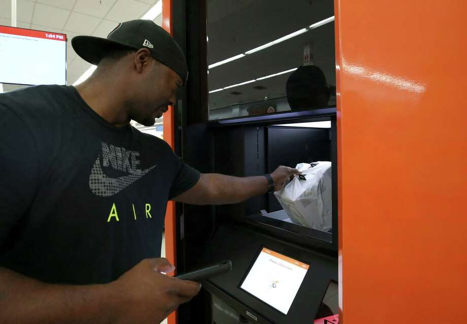 Cyber Monday set a new record for online shopping in the U.S., challenging traditional retailers to market new approaches such as buy online, pickup in-store. Photo: Godofredo A. Vasquez, Houston Chronicle / Godofredo A. Vasquez