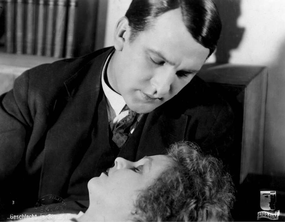 SEX IN CHAINS (GESCHLECHT IN FESSELN) d. Wilhelm Dieterle, Germany, 1928) Pictured: Wilhelm Dieterle and Mary Johnson Photo: Deutsche-Kinemathek 1928