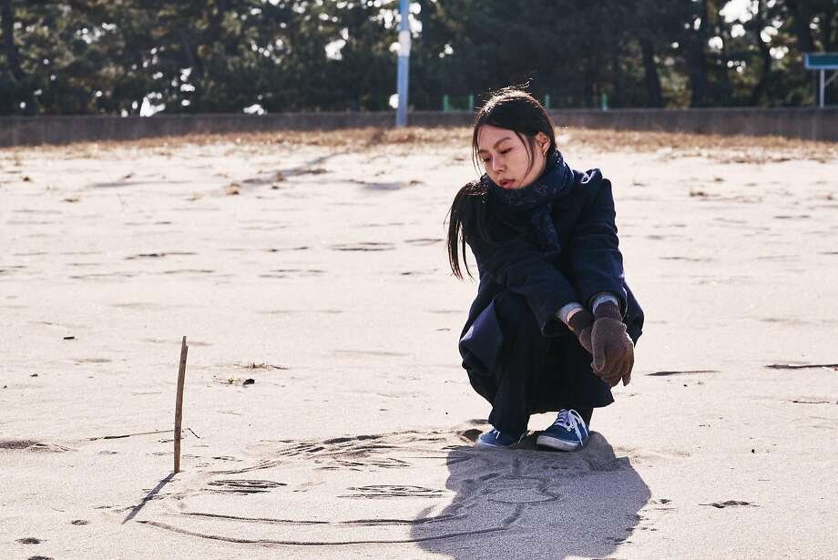 """Kim Min-hee is a woman getting over the breakup of an affair in """"On the Beach at Night Alone."""" Photo: Cinema Guild, TNS"""