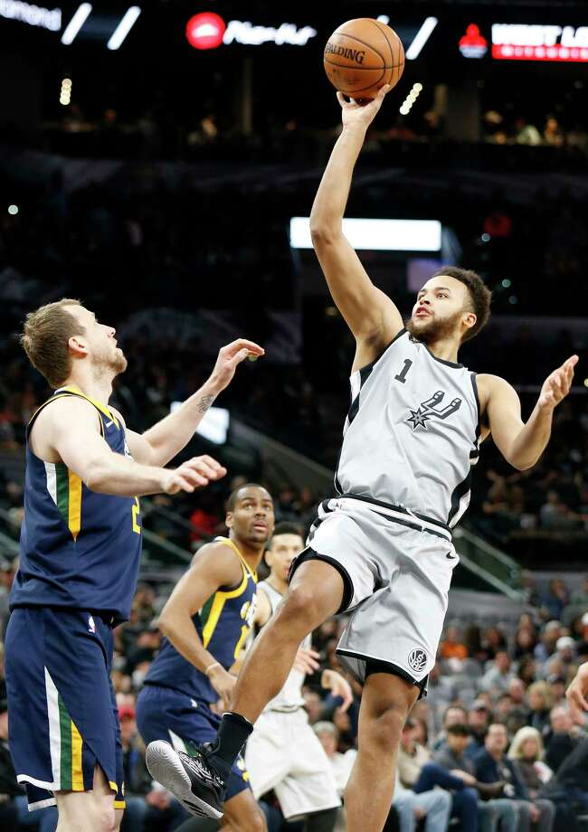 San Antonio SpursÕ Kyle Anderson shoots over Utah Jazz's Joe Ingles during first half action Saturday Feb. 3, 2018 at the AT&T Center. Photo: Edward A. Ornelas, San Antonio Express-News / © 2018 San Antonio Express-News