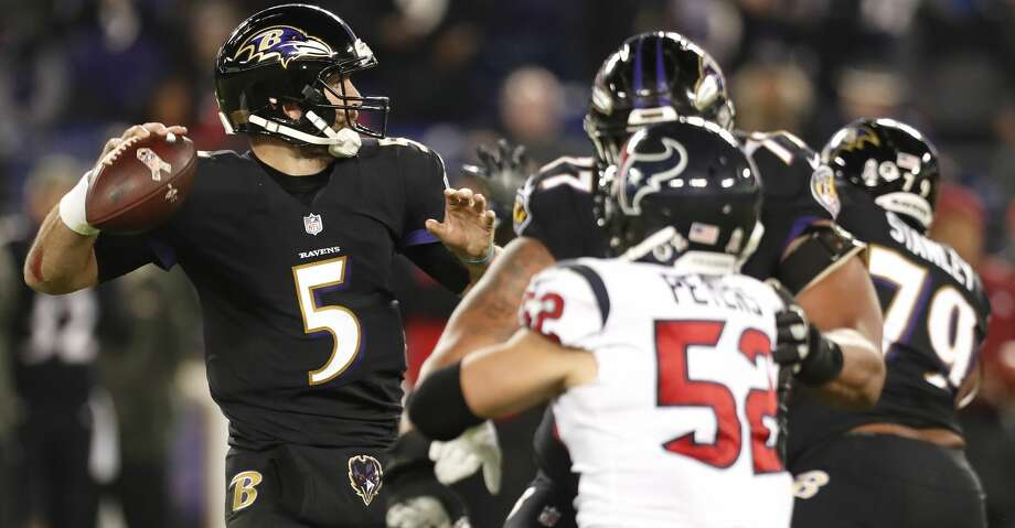 Baltimore Ravens quarterback Joe Flacco (5) looks to pass the ball during the second quarter of an NFL football game at M & T Bank Stadium on Monday, Nov. 27, 2017, in Baltimore. ( Brett Coomer / Houston Chronicle ) Photo: Brett Coomer/Houston Chronicle