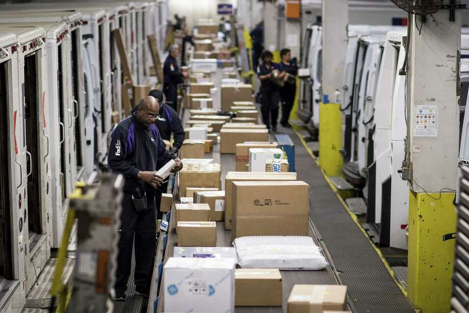Employees sort packages for delivery on Monday at a FedEx shipping center in Chicago amid growth in online shopping. Photo: Christopher Dilts, Bloomberg / © 2017 Bloomberg Finance LP