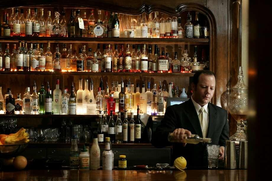 Scott Beattie, bartender at Cyrus restaurant in Healdsburg, in 2006. Photo: Craig Lee, SFC