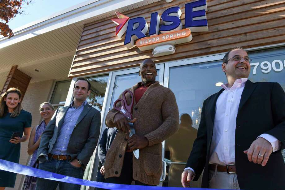 Former Baltimore Ravens tackle Eugene Monroe, center, joins entrepreneur Andy Grossman, right, for the ribbon cutting at the RISE Silver Spring medical marijuana dispensary in Silver Spring, Md. Photo: Washington Post Photo By Michael Robinson Chavez. / The Washington Post