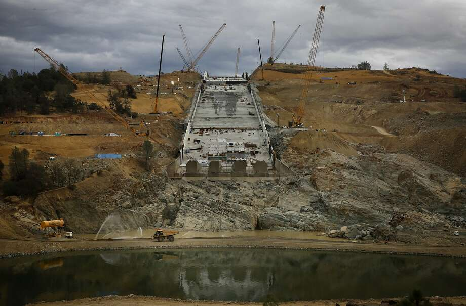State water officials said that recently discovered cracks on the new spillway at Oroville Dam are not a problem. Photo: Michael Macor, The Chronicle
