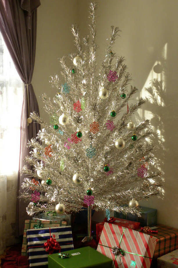 These old-school Christmas decorations are making a major ...