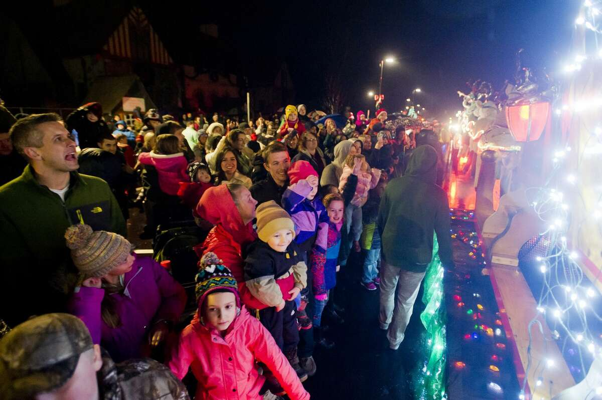 Children wave to Santa and Mrs. Claus as they arrive on their sleigh before the lights at the Midland County Courthouse are turned on Tuesday, Nov. 28, 2017. (Katy Kildee/kkildee@mdn.net)