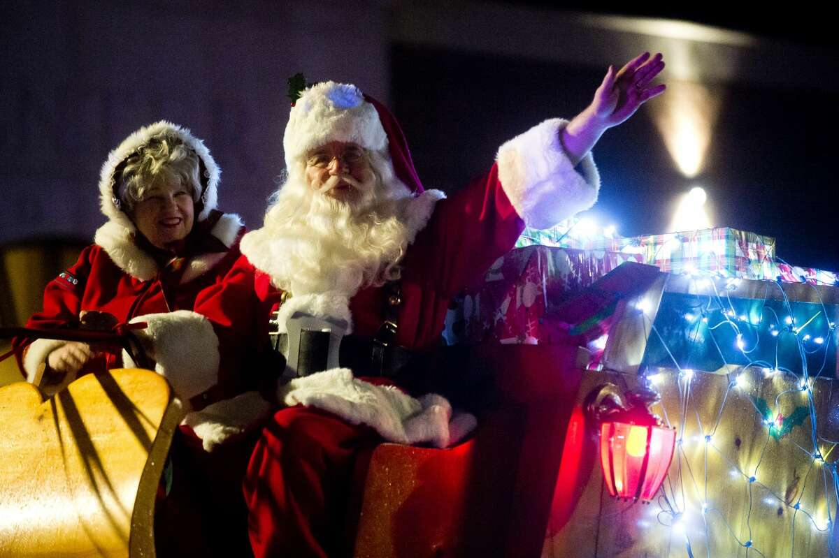 Santa and Mrs. Claus wave to the crowd as they arrive on their sleigh before the lights at the Midland County Courthouse are turned on Tuesday, Nov. 28, 2017. (Katy Kildee/kkildee@mdn.net)