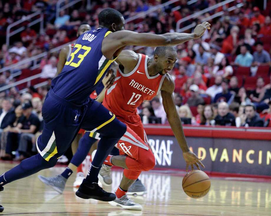 Rockets guard Luc Mbah a Moute has returned to working out but is not yet cleared to practice due to his dislocated shoulder. Photo: Michael Wyke, FRE / © Associated Press 2017
