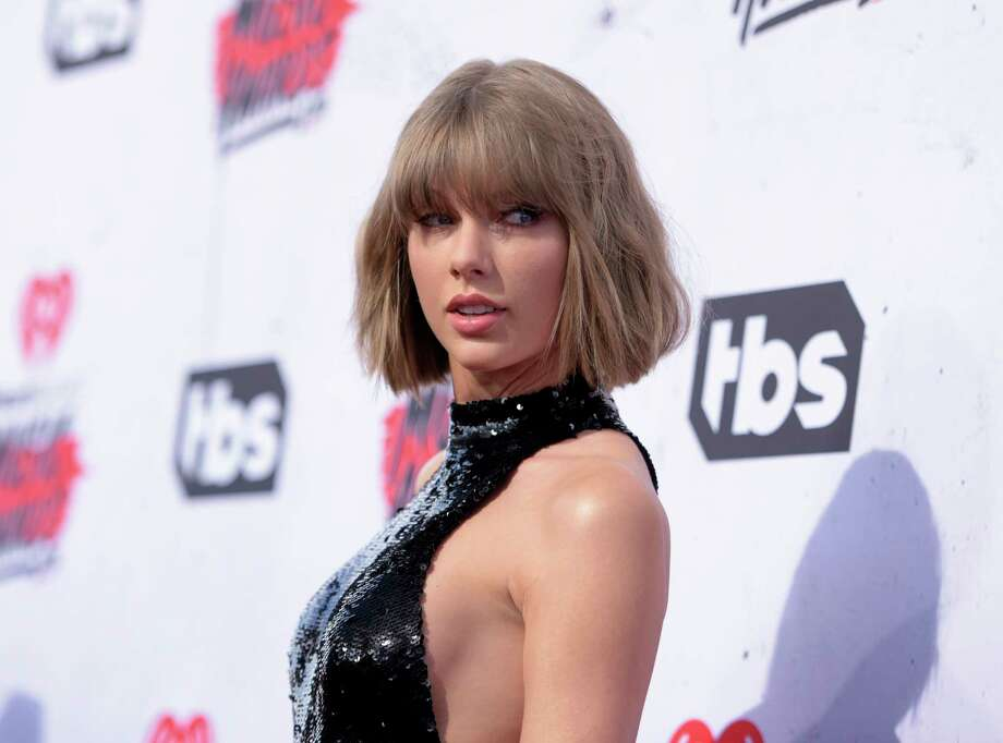 "Taylor Swift's ""reputation"" is in good standing: the album sold 1.22 million units in its first week. It's Swift's fourth project to sell more than a million copies in a week. Photo: Richard Shotwell, Associated Press / Invision"
