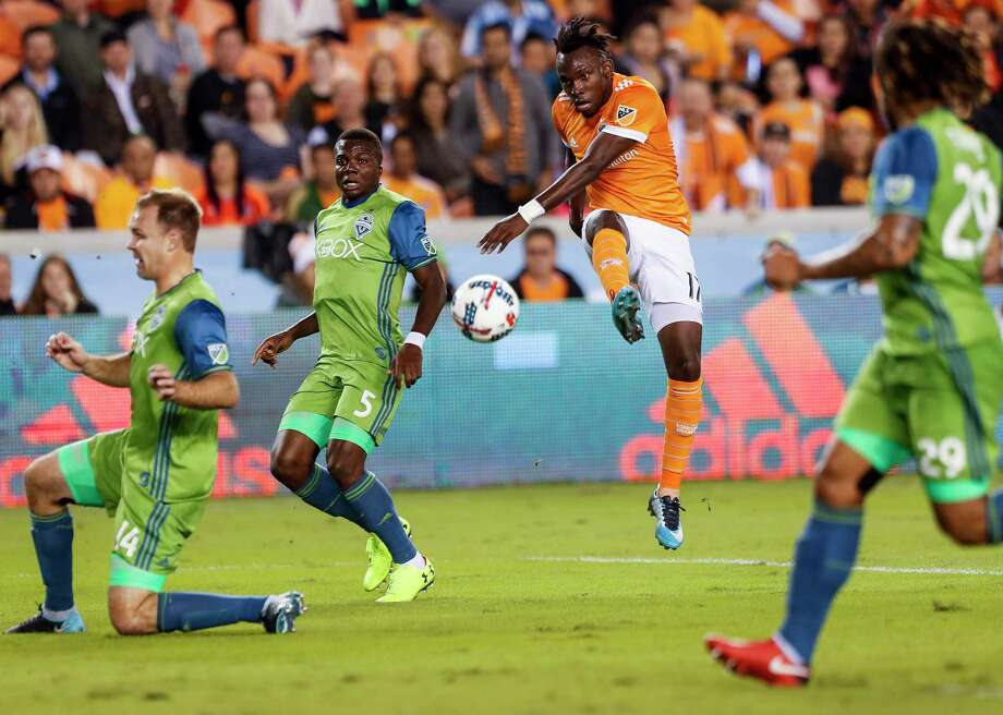 Forward Alberth Elis and  the Dynamo need to win to-night by at least two goals to advance in the MLS playoffs. Photo: Brett Coomer, Staff / © 2017 Houston Chronicle