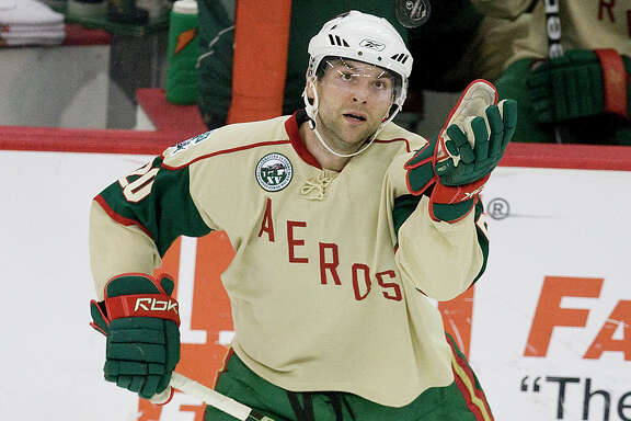 Houston Aeros defender John Scott corrals a puck with his hand in the first period of his hockey game against the Manitba MooseThursday, Dec. 4, 2008, in Toyota Center in Houston.( Nick de la Torre / CHRONICLE )