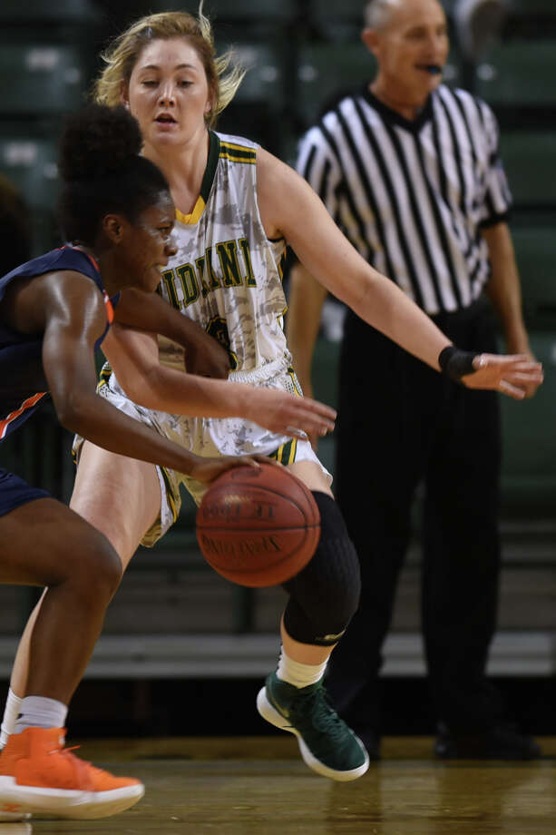 Midland College's Bianca Thacker (3) defends against South Plains College on Nov. 29, 2017, at Chaparral Center. James Durbin/Reporter-Telegram Photo: James Durbin