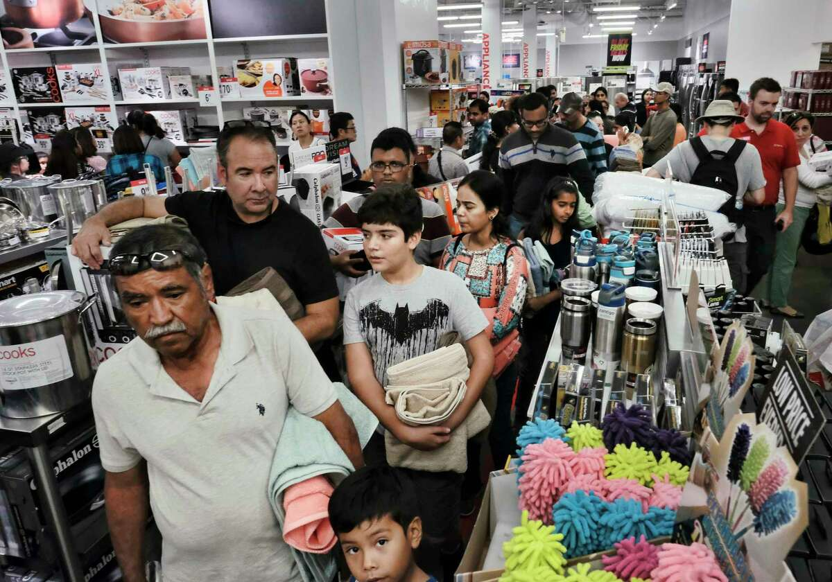 Shoppers line up at a J.C. Penney in Glendale, Calif. The U.S. economy this summer has its fastest growth in three years.