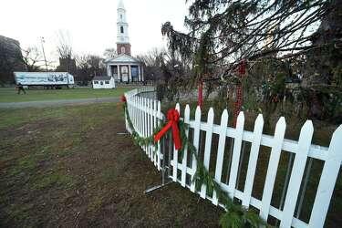 New Haven tree lighting partnership presents media
