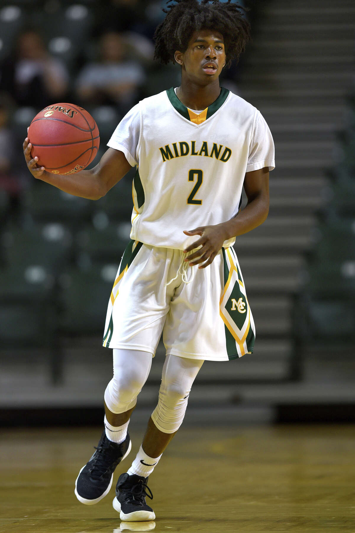 Midland College's Amari Hale (2) takes the ball down the court against South Plains College on Nov. 29, 2017, at Chaparral Center. James Durbin/Reporter-Telegram