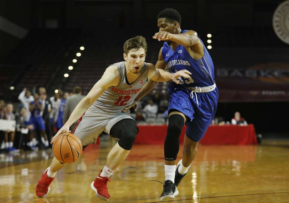 Houston Cougars guard Wes VanBeck (12) is questionable to return this season due to a hand injury he suffered on Sunday. Photo: Tim Warner/For The Chronicle