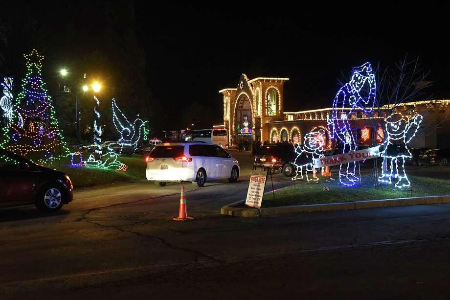 Holiday lights shine in Washington Park   Laredo Morning Times