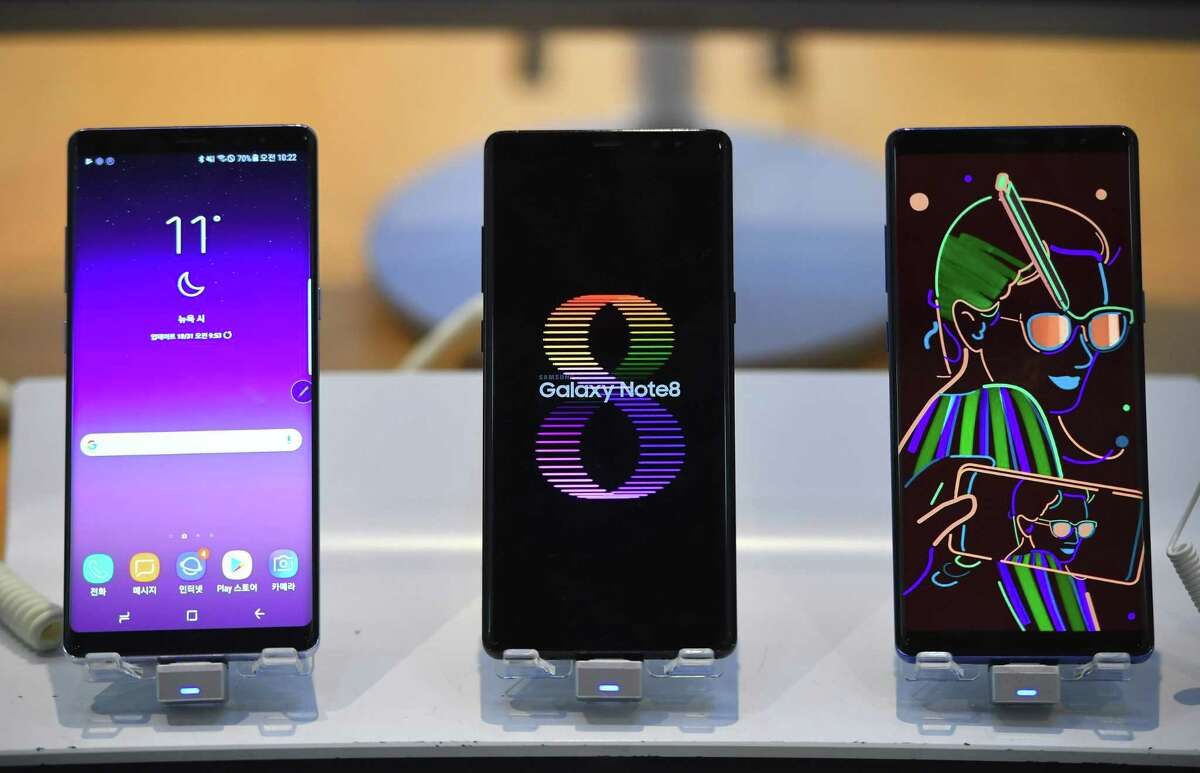 Samsung Galaxy Note8 smartphones are displayed at the company's showroom in Seoul on Oct. 31. Samsung ranked as the top smartphone seller globally in the third quarter of 2017, according to Gartner.