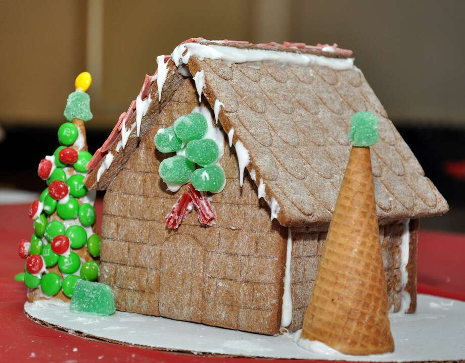 Brookfield Residents To Decorate Gingerbread Houses
