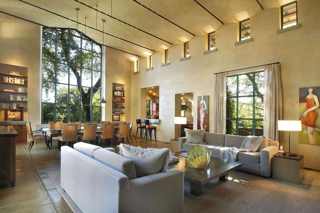 The Voluminous Living Room Features A Custom Beamed Ceiling And Clerestory  Windows. Photo: Jack