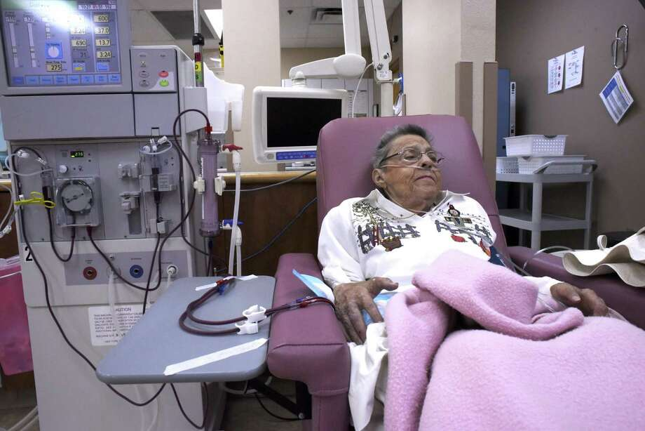 Delores Muhlstein, who has been on dialysis for 42 years, relaxes during her treatment at Fresenius Kidney Care Lockehill. Photo: Billy Calzada /San Antonio Express-News / San Antonio Express-News