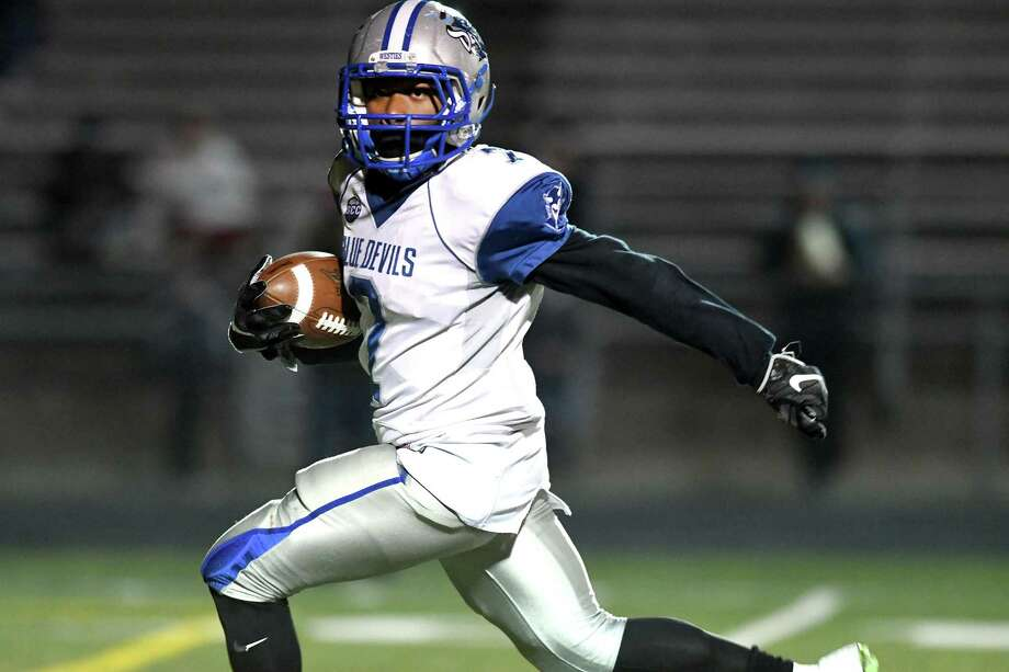 West Haven's Kyle Godfrey breaks off a run during the Westies win over Shelton in the Class LL state football quarterfinals. Photo: Krista Benson / / The News-Times Freelance