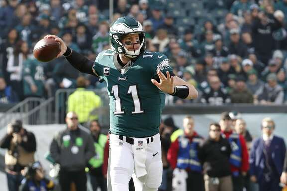 Philadelphia Eagles' Carson Wentz in action during the first half of an NFL football game against the Chicago Bears, Sunday, Nov. 26, 2017, in Philadelphia. (AP Photo/Chris Szagola)