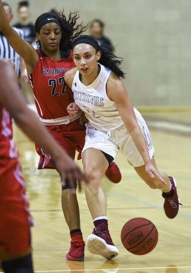 TAMIU guard Tantashea Giger earned All-Tournament Team honors along with center Veshae Asaua-Wilkinson leading the Dustdevils to their first two wins of the season at the Courtyard Marriott Classic in Laredo this week. Photo: Danny Zaragoza /Laredo Morning Times