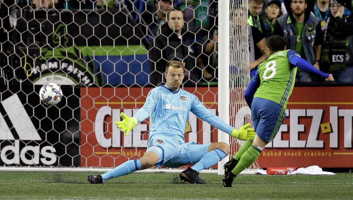 Sounders FC midfielder Victor Rodriguez (8) beats Dynamo goalkeeper Joe Willis for the opening goal during the first half Thursday night in Seattle.